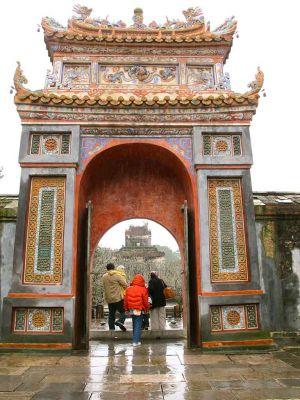VietnamesFamilyGap.jpg