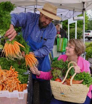 Lifestyle-FarmersMarket.jpg